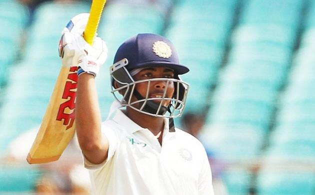 डेब्यू टेस्ट मैच में पृथ्वी शॉ ने बनाया रिकॉर्ड, बनें शतक लगाने वाले चौथे सबसे युवा बल्लेबाज