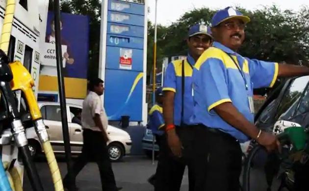 पेट्रोल और डीजल के दाम में 2.50 रुपये प्रति लीटर की कमी