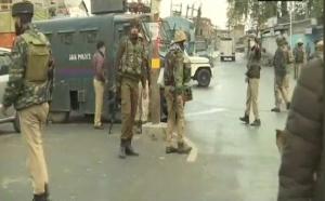 जम्मू-कश्मीर : मुठभेड़ में 3 आतंकवादी ढेर, 1 पुलिसकर्मी शहीद