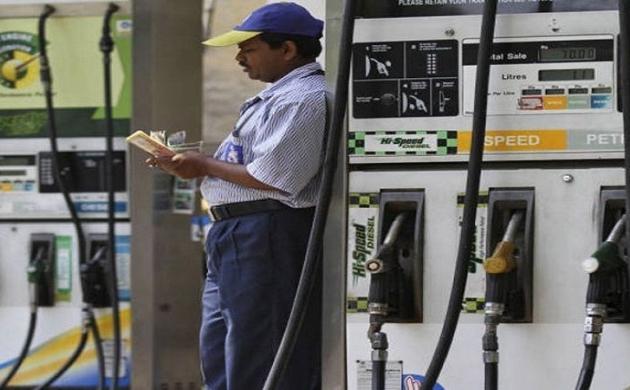 दिल्ली में पेट्रोल पंपों की हड़ताल के पीछे AAP ने बीजेपी को ठहराया जिम्मेदार