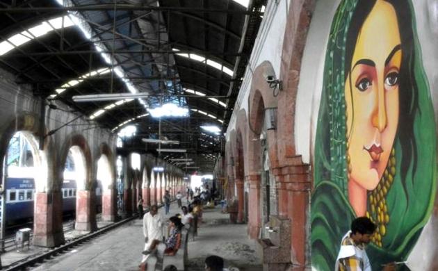 गाजियाबाद रेलवे स्टेशन पर खराब हो रही हैं सौंदर्यीकरण के लिए बनी पेंटिंग्स