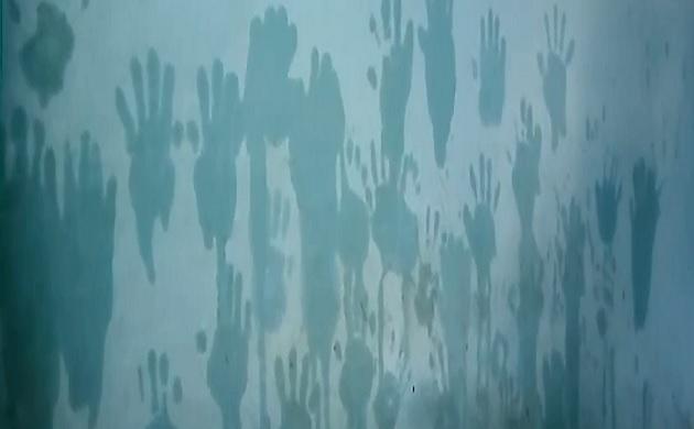 एमपी: अंधविश्वासों से घिरा दमोह का ये अस्पताल, जहां महिलांए दीवारों पर लगाती है तेल वाले हाथ का निशान