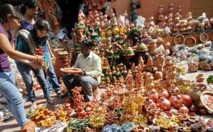 सज गई है दिल्ली, दिवाली के मौके पर हाट-बाजार में रौनक