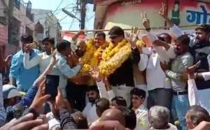 मध्य-प्रदेश: कांग्रेस प्रत्याशी की रैली में मंच गिरा