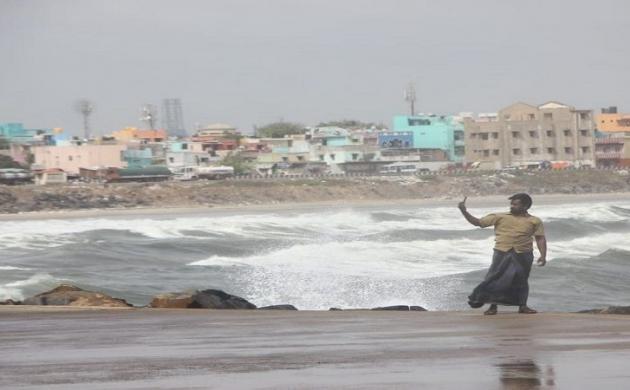 चक्रवात 'गज' तमिलनाडु तट से टकराया, कई घरों को नुकसान