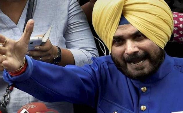 नवजोत सिंह सिध्दू पहुंचे पाकिस्तान, पाक PM इमरान कल करेंगे शिलान्यास