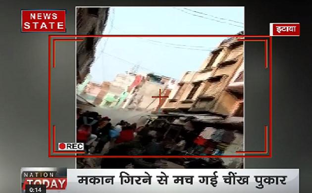 Video: इटावा में अचानक ही एक मकान ज़मीन पर धराशाई हो गया, बाल-बाल बचे लोग