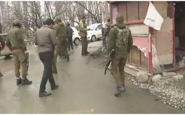 जम्मू कश्मीर : श्रीनगर के राजबाग इलाके में ग्रेनेड हमला, कई लोग घायल