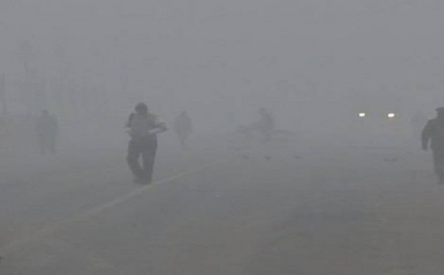 दिल्ली में मौसम का डबल अटैक, कोहरे ने थामी रफ़्तार