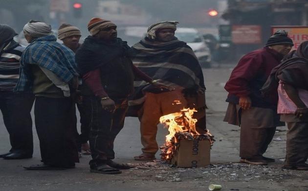 ठंड से ठिठुरी दिल्ली, कड़ाके की सर्दी में दम तोड़ते लोग, एक नज़र आंकड़ों पर