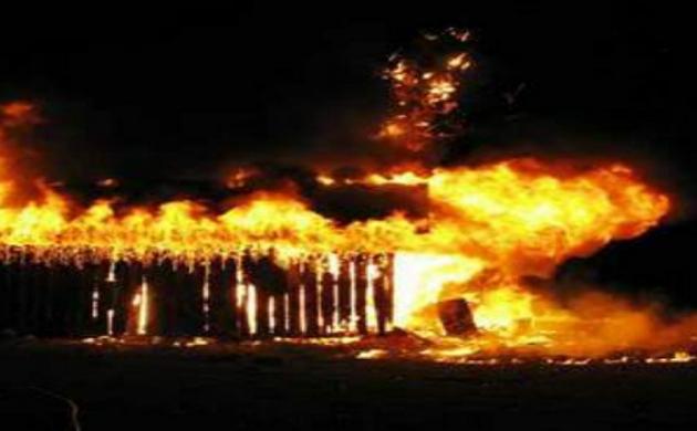मनाली में दुकान में लगी भीषण आग, किसी के हताहत होने की खबर नहीं