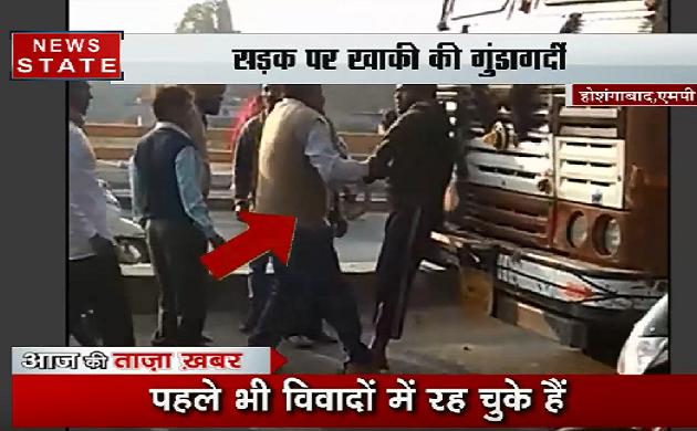 Viral Video: सड़क पर खाकी की गुंडागर्दी, साइड ना देने पर आया गुस्सा