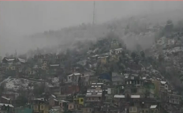 Cold War: पहाड़ो पर ज़ोरदार बर्फ़बारी, हर तरफ़ बर्फ़ की सफ़ेद चादर