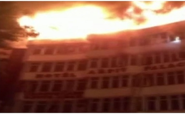 Delhi: करोल बाग के होटल में लगी भीषण आग, 9 की मौत