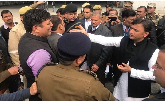 लखनऊ एयरपोर्ट पर अखिलेश यादव को रोकने पर सियासी संग्राम शुरु