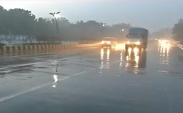 दिल्ली-NCR में झमाझम बारिश, अगले 3 दिन तक खराब रह सकता है मौसम