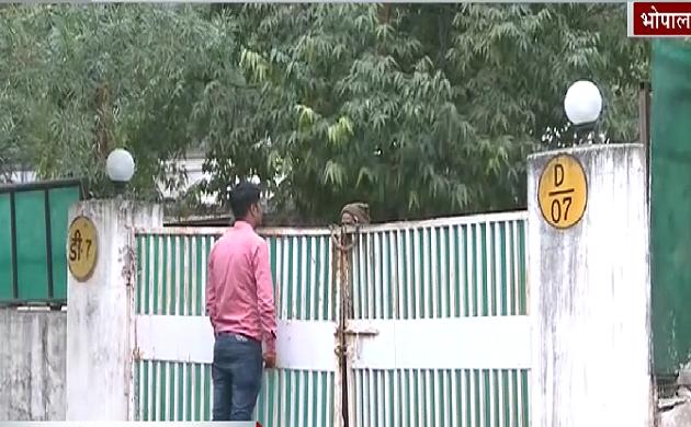 Madhya Pradesh: एक महीने पहले हो गई थी पिता की मौत, शव की झाड़-फूंक करा रहे हैं IPS ऑफिसर