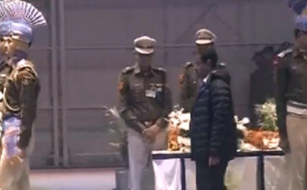 दिल्ली के मुख्यमंत्री अरविंद केजरीवाल ने शहीदों को दी श्रद्धांजलि