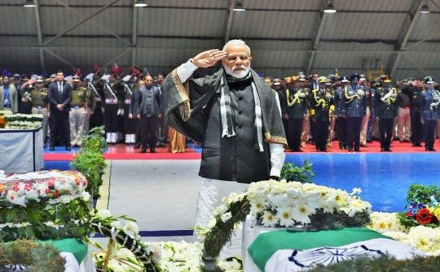 शहीद जवानों के पार्थिव शरीर को लेकर सैन्य विमान दिल्ली पहुंचा, पीएम मोदी समेत इन नेताओं ने दी श्रद्धांजलि