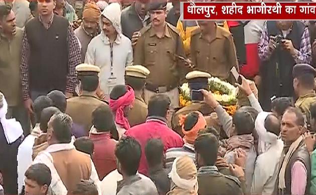 Pulwama Attack: धौलपुर में शहीद भागीरथी को श्रद्धांजलि देने के लिए उमड़ी भीड़