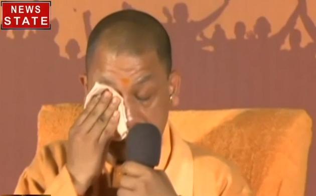 Pulwama attack: शहीदों को याद कर रो पड़े सीएम योगी आदित्यनाथ