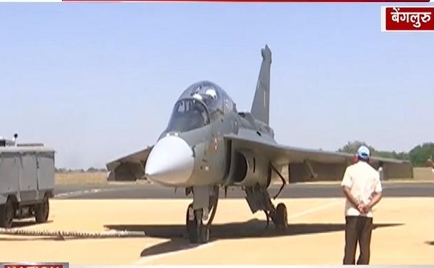 एयर शो में नारी शक्ति का दम, पीवी सिंधु ने भरी तेजस विमान में उड़ान