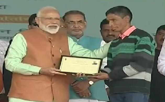 गोरखपुर से LIVE: PM नरेंद्र मोदी ने किसान सम्मान निधि की शुरुआत की