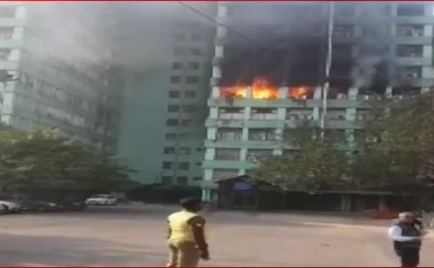 दिल्ली: पंडित दीनदयाल अंत्योदय भवन की 5वीं मंजिल में लगी भीषण आग, सब इंस्पेक्टर की मौत