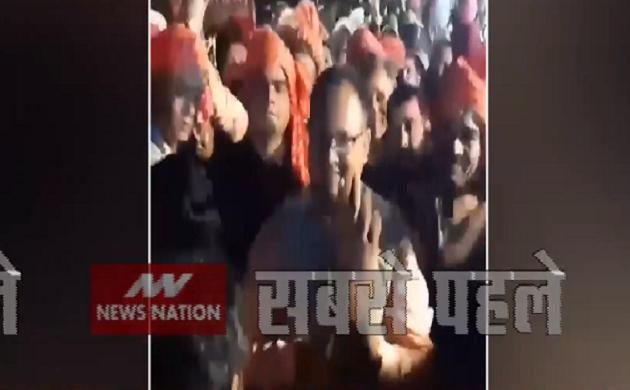 VIral VIdeo : फंसे SP अमित सिंह, पार्टी ने आचार संहिता का उल्लंघन बताया