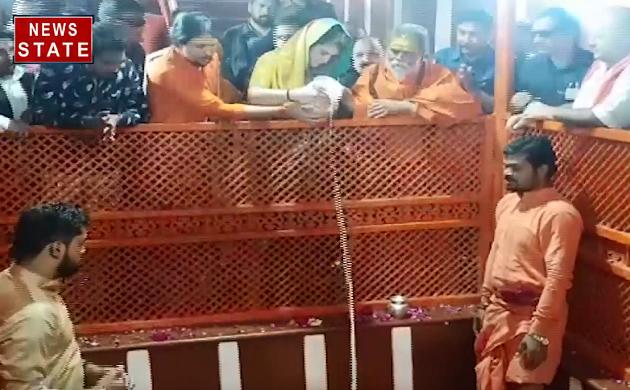 Priyanka Gandhi Live Updates : प्रियंका ने किया बड़े हनुमान जी का अभिषेक देखिए VIDEO