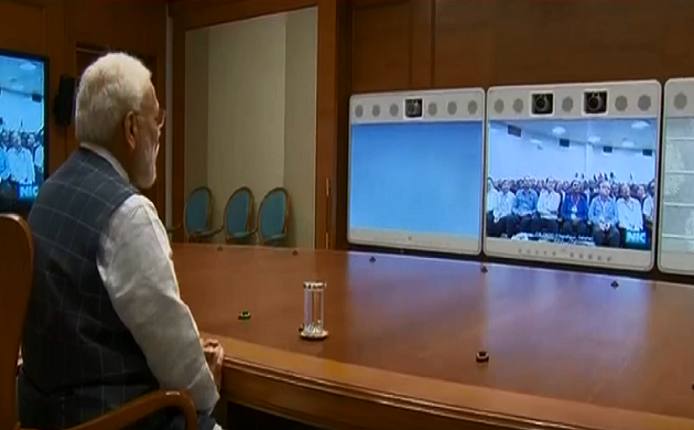 वीडियो कॉन्फ्रेंसिंग के जरिए PM नरेंद्र मोदी ने वैज्ञानिकों से की बात