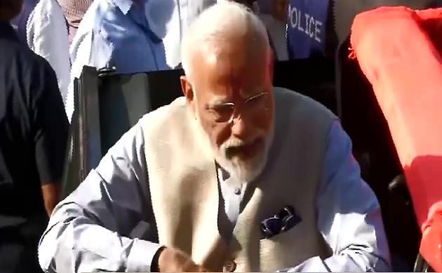 Lok Sabha Election 3rd Phase : PM मोदी ने गांधीनगर के रानिप बूथ पर डाला वोट और देश की जनता को दिया संदेश
