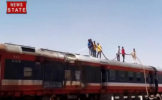 Rajasthan : चुरू के पास पैसेंजर ट्रेन के इंजन में लगी आग