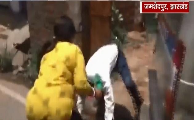 जमशेदपुर: फर्जी अफसर की महिला ने की चप्पलों से पिटाई, 50 हजार की रंगदारी मांगने पर पकड़ा गया