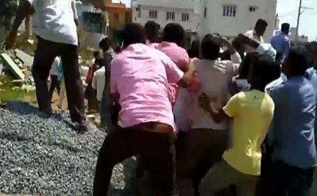 चाय गरम : कर्नाटक में JDS - कांग्रेस कार्यकर्ताओं के बीच हुई मारपीट