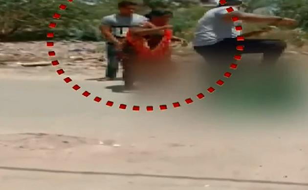 Shocking News : बच्चों के सामने महिला को बेरहमी से पीटा