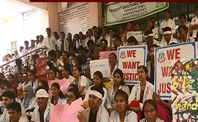 Bengaluru : हड़ताल के साथ-साथ मरीजों का इलाज भी
