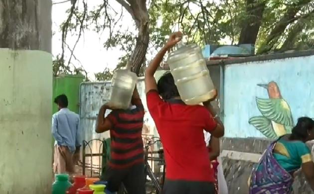 बूंद-बूंद को तरसते तमिलनाडु के लोग, ट्रेन से मंगाया जा रहा है पानी