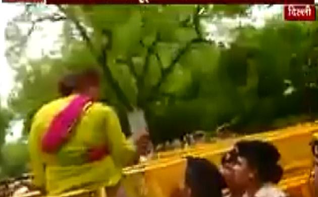 Breaking : दिल्ली में चमकी बुखार को लेकर यूथ कांग्रेस का प्रदर्शन