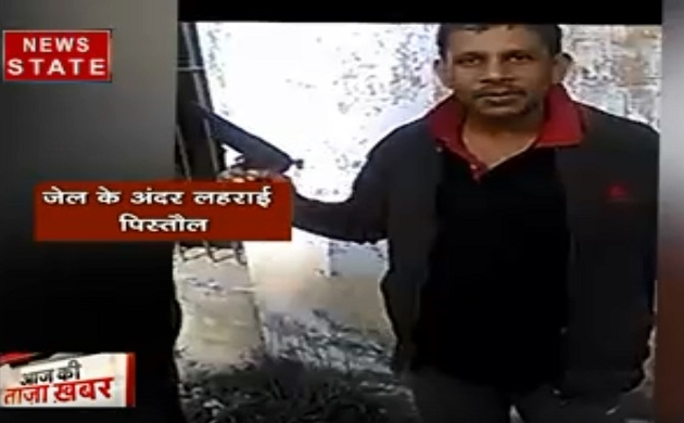 Uttar Pradesh: उन्नाव जेल में पिस्तौल लहराते अपराधी, जमकर चल रही है दारू पार्टी, देखें वीडियो