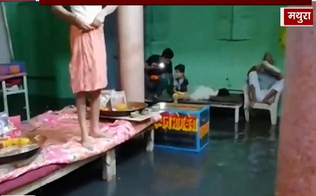 Mathura :  आसमान से बरसी आफत, पानी-पानी हुआ भगवान का दरबार