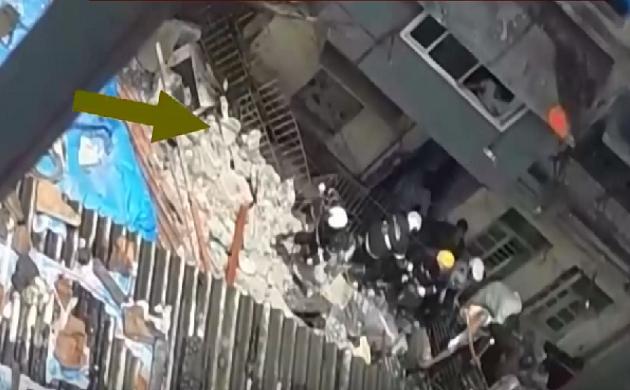 Breaking : मुंबई के डोंगरी इलाके में इमारत गिरी, 40 से 50 लोगों के फंसे होने की आशंका