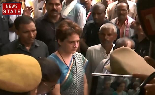 Breaking : सोनभद्र के पीड़ितों से मिल रही हैं Priyanka Gandhi, पीड़ित परिवारों को मिर्जापुर लाया गया