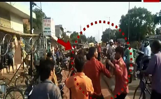 Agra : शराबियों ने जमकर मचाया उत्पात, राहगीरों से की मारपीट