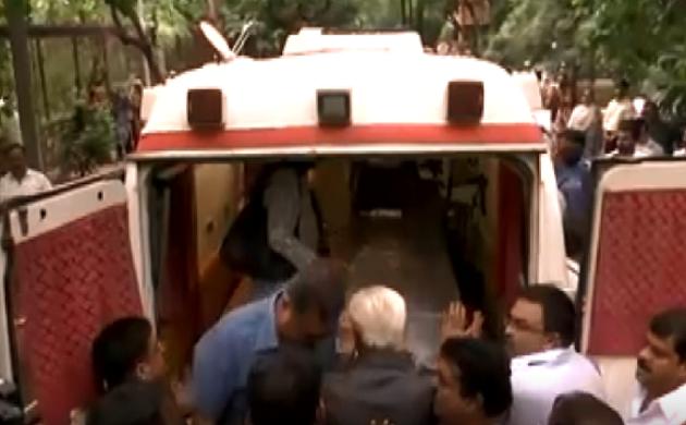 Sheila Dikshit का पार्थिव शरीर उनके घर पर पहुंचा, देखिए VIDEO