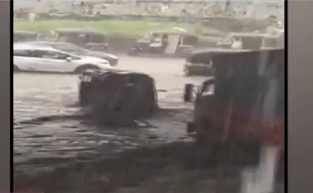 लाख टके की बात : मुंबई में जोरदार बारिश से बढ़ी मुसीबत, सड़क पर जलभराव से थमी रफ्तार