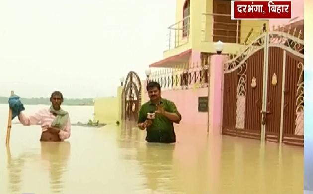 Bihar : बाढ़ देख कर घर बार छोड़कर भागे लोग, रखवाली के लिए चौकीदार को छोड़ा