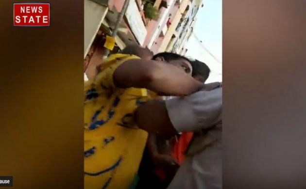 दिल्ली में पुलिस पकड़ने गई तो तड़ीपार आरोपी ने आंख में झोंकी मिर्ची पाउडर, फिर हुआ ये