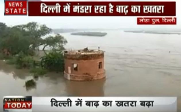 Delhi Flood Alert:दिल्ली में यमुना हुई 'खतरनाक', 14 हजार लोगों को सुरक्षित स्थानों पर पहुंचाया गया