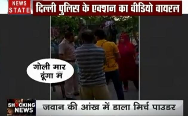Shocking News: दिल्ली पुलिस की बहादुरी का एक वीडियो हुआ वायरल, भीड़ का हैवानियत भरा चेहरा, देखें देश-दुनिया की खबरें